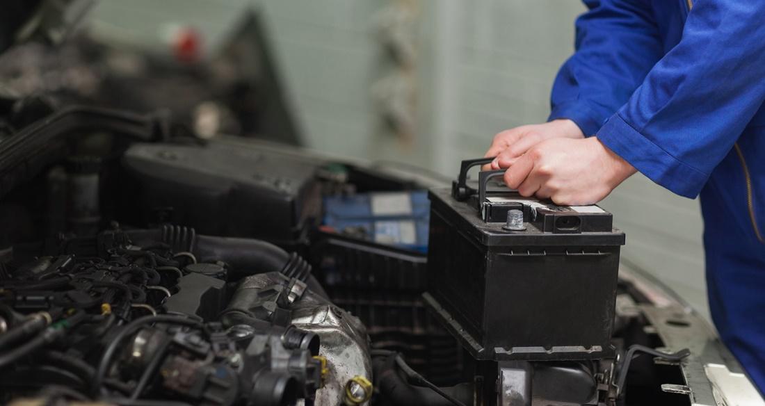 Dịch vụ kích bình ắc quy xe ô tô TPHCM